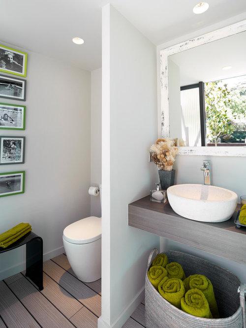 g stetoilette g ste wc mit waschtisch aus holz und hellem holzboden ideen f r g stebad und. Black Bedroom Furniture Sets. Home Design Ideas
