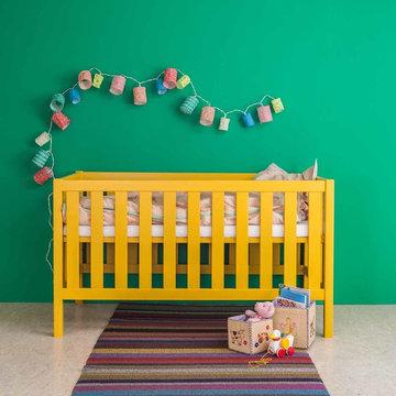 Ein Babybett in sechzehn Farben