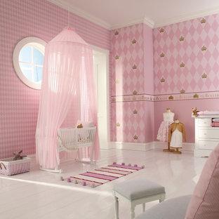 Foto de habitación de bebé niña contemporánea con paredes rosas, suelo de madera pintada y suelo blanco