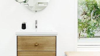 Bathroom furniture in oak