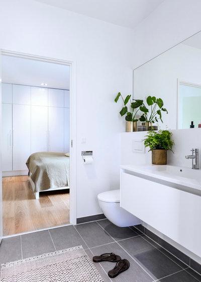 Trendy Badeværelse by Skanlux byggefirma A/S
