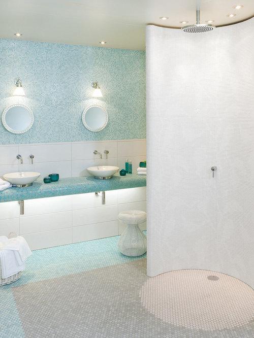 mediterrane badezimmer mit mosaik bodenfliesen design. Black Bedroom Furniture Sets. Home Design Ideas