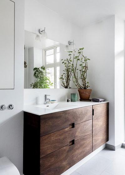 北欧 浴室 by Køkkenskaberne ApS