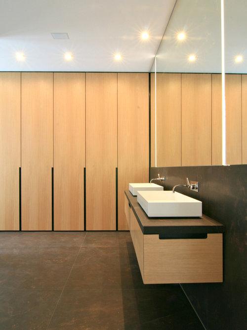 badezimmer mit hellen holzschr nken ideen beispiele f r die badgestaltung houzz. Black Bedroom Furniture Sets. Home Design Ideas