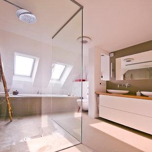 Foto di una grande stanza da bagno minimal con pavimento in cemento