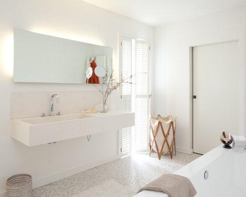 Badezimmer mit integriertem waschbecken und mosaikfliesen Badezimmer mosaikfliesen