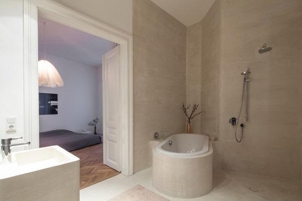 Modern Badezimmer by destilat Design Studio GmbH