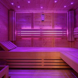 Esempio di una sauna minimalista di medie dimensioni con pareti beige