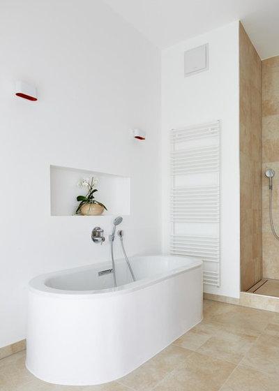 Modern Badezimmer by fluidlab architektur design