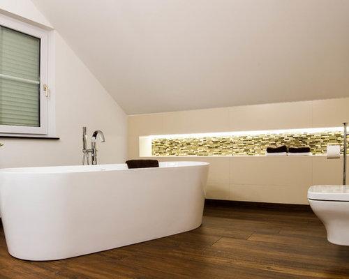 badezimmer mit freistehender badewanne und mosaikfliesen design ideen beispiele f r die. Black Bedroom Furniture Sets. Home Design Ideas