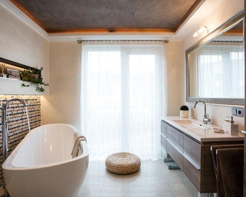 Ideen Für Große Moderne Badezimmer En Suite Mit Integriertem Waschbecken,  Flächenbündigen Schrankfronten, Freistehender Badewanne