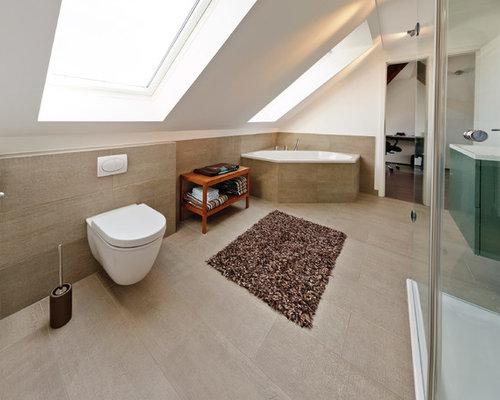 Idee Für Große Moderne Badezimmer Mit Flächenbündigen Schrankfronten,  Grünen Schränken, Eckbadewanne, Wandtoilette,