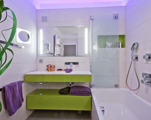 moderne badezimmer mit gr nen schr nken ideen design bilder houzz. Black Bedroom Furniture Sets. Home Design Ideas
