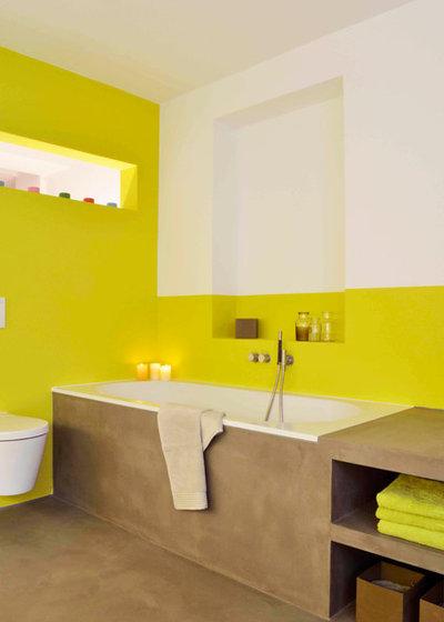 Contemporary Bathroom by HONEYandSPICE innenarchitektur + design
