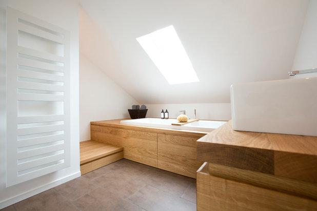schr ges planschen wohnliches bad unterm dach nutzt jeden winkel. Black Bedroom Furniture Sets. Home Design Ideas