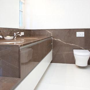 Salle de bain avec un plan de toilette en marbre Cologne : Photos et ...