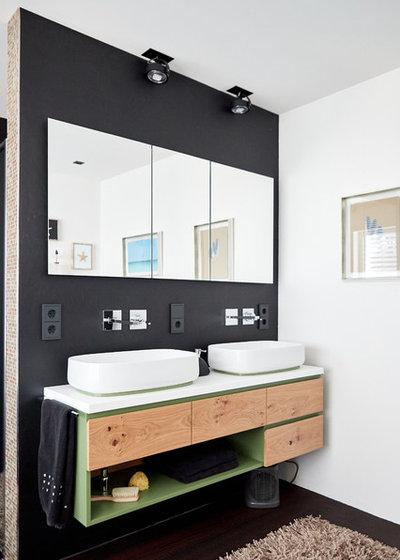 Modern Badezimmer by Schmalzgruber Möbelmanufaktur OHG