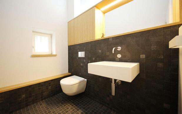 Modern Badezimmer by MenschPlusRaum Interior Design & Möbel