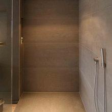 Bad mit Fliesen Holzoptik - Vorwandelement mit Ablage ...