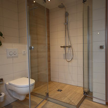 Bad mit Holzoptik Fliesen - Landhausstil - Badezimmer - Köln ...