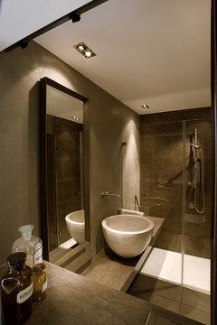 Per il bagno meglio piastrelle o resina - Resina piastrelle bagno ...
