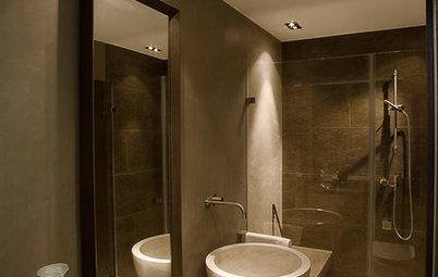 Naturstein und Spachtelputz: Ein Mini-Bad in Erdtönen
