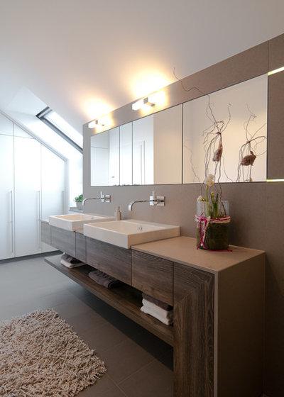 Modern Badezimmer by theelen innenarchitektour