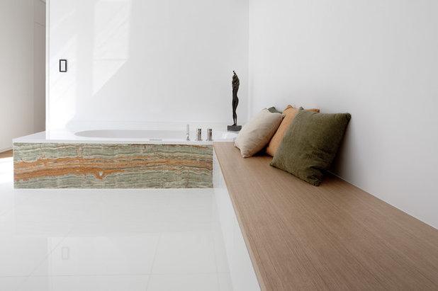 Modern Badezimmer by Cyrus Ghanai