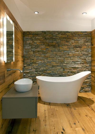 13 gelungene inszenierungen f r eine freistehende badewanne. Black Bedroom Furniture Sets. Home Design Ideas