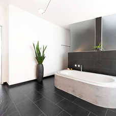 Contemporary Bathroom by [lu:p] Architektur GmbH