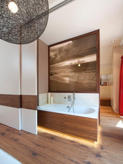 Badezimmer mit braunem Holzboden Ideen, Design & Bilder | Houzz