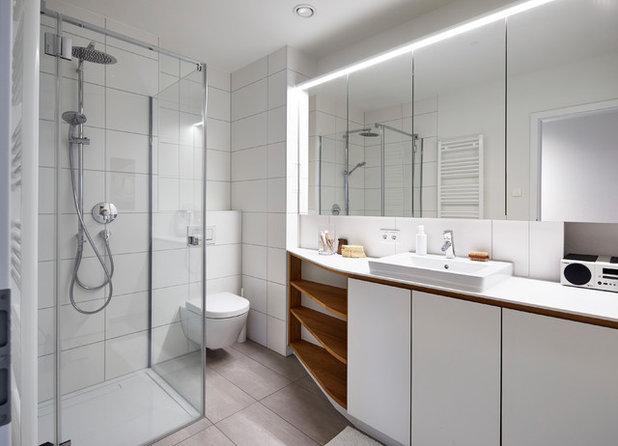 Skandinavisch Badezimmer by DOMANI INTERIOR