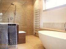 Schlauchbad einrichten so wirkt es ger umig - Fliesenkombinationen bad ...