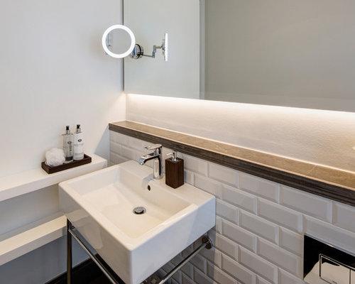 Badezimmer mit wei en fliesen design ideen beispiele for Ideen fliesengestaltung bad