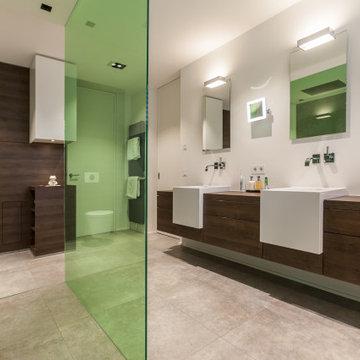 Badezimmer mit grünen Akzenten