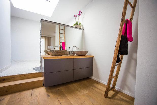 Modern Badezimmer by WERKraumKÜCHE