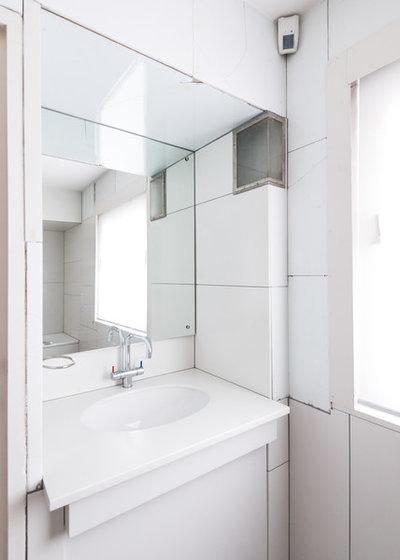 Modern Bathroom by Kate Jordan Photo