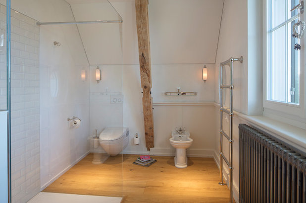 Modern Badezimmer by TRADITIONAL BATHROOMS