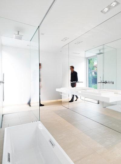 Modern Badezimmer by Christ.Christ. associated architects GmbH