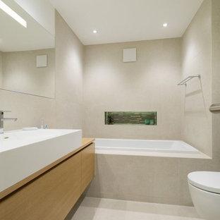 Moderne Badezimmer mit Badewanne in Nische Ideen, Design & Bilder ...