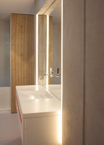 Minimalistisch Badezimmer by Bachmann Badie Architekten