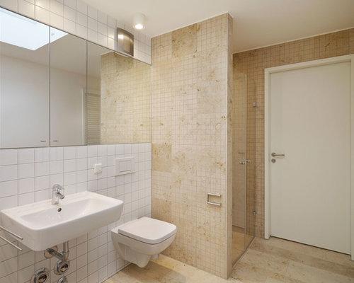 Kleines Modernes Badezimmer Mit Beigefarbenen Fliesen, Mosaikfliesen,  Wandtoilette, Beiger Wandfarbe, Wandwaschbecken,