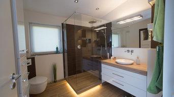 Duschbad mit LED Beleuchtung im Sokel