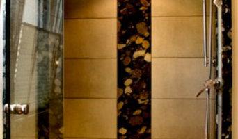 Dusche mit schönen Natursteinplatten