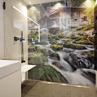 Ispirazione per una grande stanza da bagno con doccia minimal con ante lisce, ante rosse, doccia alcova, WC a due pezzi, pistrelle in bianco e nero, piastrelle in pietra, pareti bianche, lavabo sospeso e pavimento nero
