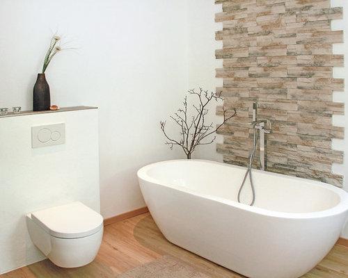 badezimmer mit freistehender badewanne und steinfliesen. Black Bedroom Furniture Sets. Home Design Ideas