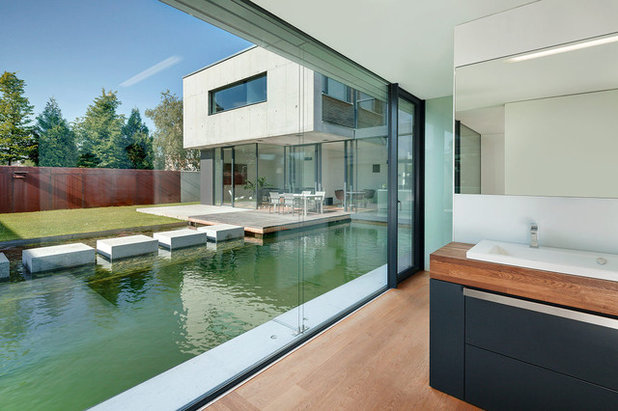 architektur ein atriumhaus mit 15 meter langem schwimmteich. Black Bedroom Furniture Sets. Home Design Ideas