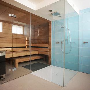 Inspiration pour un sauna design avec un mur bleu.
