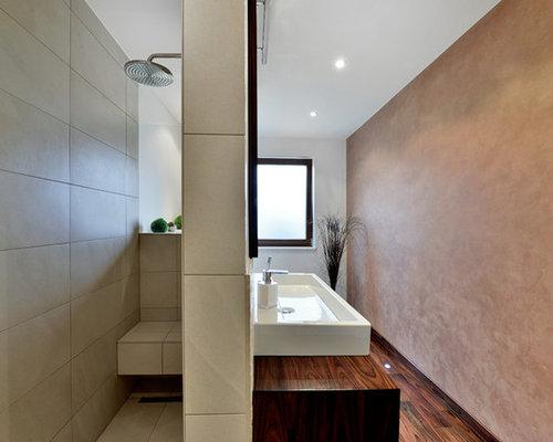 badezimmer mit waschtisch aus holz und brauner wandfarbe design ideen beispiele f r die. Black Bedroom Furniture Sets. Home Design Ideas