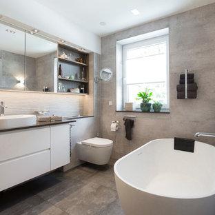Salle de bain avec une baignoire indépendante Dresde : Photos et ...